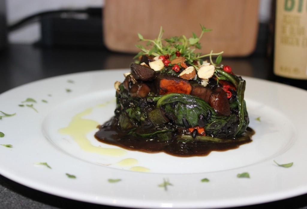 Schwarzes Risotto mit Kürbis und Spinat